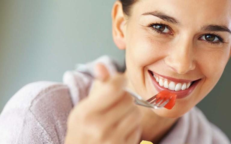 10 alimentos naturales antienvejecimiento que deberías empezar a comer ya mismo